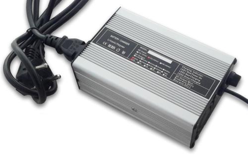 Chargeur 36V 4A pour batterie Lithium Polymère 36V 20Ah kit vélo